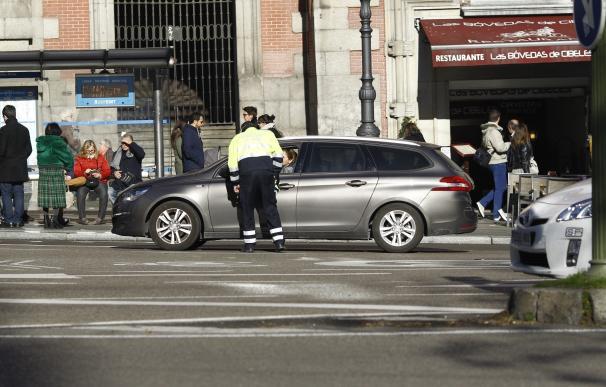 Este viernes continúa la restricción de aparcamiento en la zona SER para no residentes
