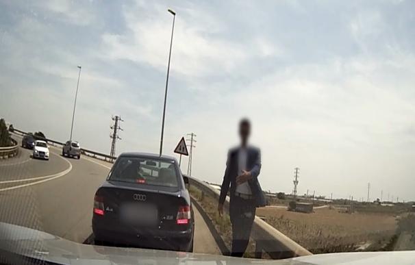 Desarticulada una red de falsos policías que robaba a turistas en autopistas de Cataluña