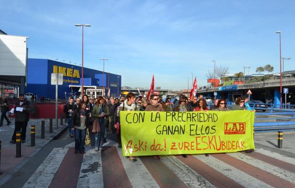 """LAB se manifiesta en Barakaldo contra la """"precariedad"""" que viven los trabajadores de la Margen Izquierda"""