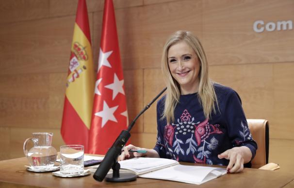 """Cifuentes ve """"extraordinariamente positivo"""" que se presenten muchos candidatos a presidir el PP de Madrid"""