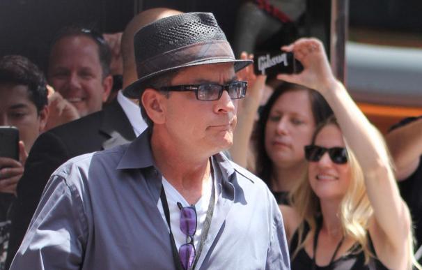 Charlie Sheen pagará el funeral del paparazzi atropellado al perseguir a Justin Bieber