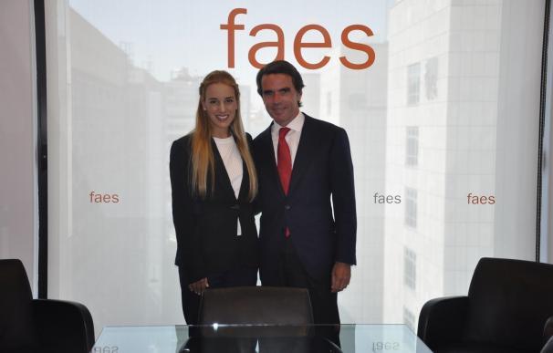 """Aznar insta a Rajoy a liderar una posición común en la UE para """"acabar con el régimen"""" de Maduro"""