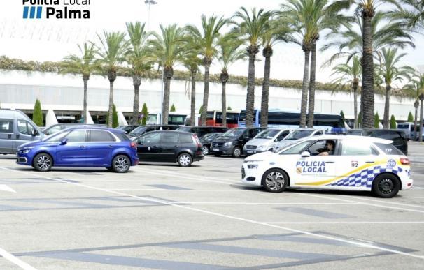 La Policía Local de Palma inicia el control de licencias de taxis en el Aeropuerto