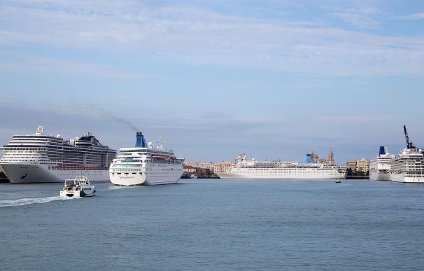 Casi 40.000 cruceristas llegan a Cádiz en el mes de agosto a bordo de distintos cruceros