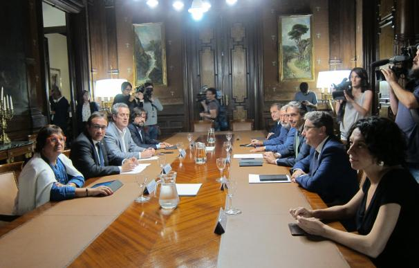 Empieza la reunión de De la Serna y los consellers del Govern sobre la huelga en El Prat