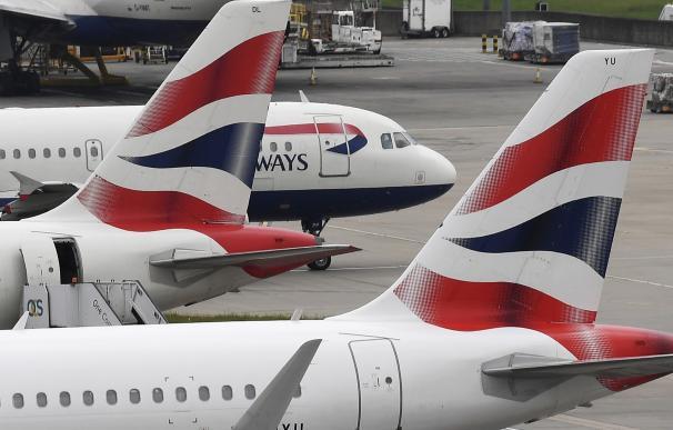 Varios aviones de la compañía británica British Airways permanecen estacionados en el aeropuerto de Heathrow, en Londres (Reino Unido) , 29 de mayo de 2017