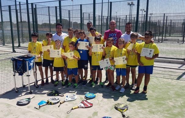 Niños de Huelva y Sevilla se forman en el primer Campus Infantil de Pádel de Matalascañas