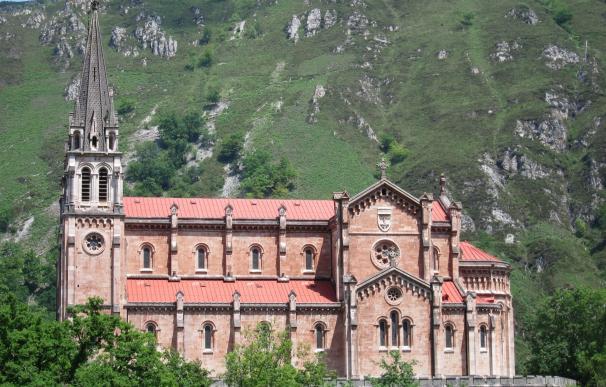 Principado y Cabildo de Covadonga colaboran para restaurar doce pinturas