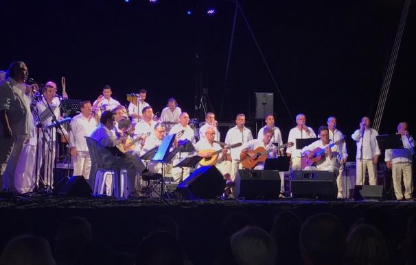 Las playas del Mar Menor acogerán un nuevo concierto de Los Parrandboleros y sesiones de cine clásico y familiar