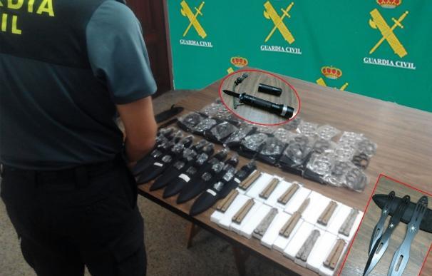 Investigan a un ambulante por vender armas prohibidas en Portonovo (Pontevedra)