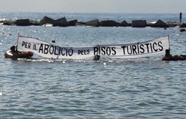 Unos 200 vecinos se manifiestan en la Barceloneta contra la especulación y el incivismo