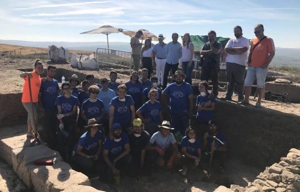 El IAJ destaca la labor de voluntariado arqueológico de los participantes en el campo de trabajo de Cástulo