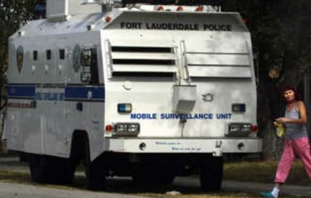 'El pacificador', el camión de vigilancia policial que convierte el barrio más conflictivo de Florida en 'Gran Hermano'