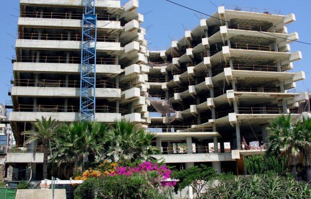 El euríbor cae por tercer mes consecutivo pero suben las hipotecas 240 euros