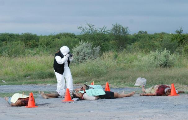 Profesores mexicanos aprenden a reaccionar ante tiroteos en el violento estado de Nuevo León