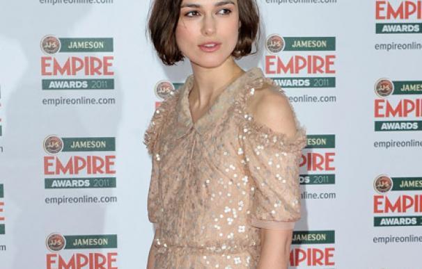 Keira Knightley superó la dislexia leyendo guiones de Emma Thompson