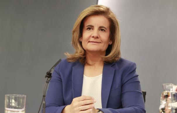 """(Ampl.) Báñez dice que es una subida """"normal"""" y que es mejor un empleo de 700 euros que un subsidio"""