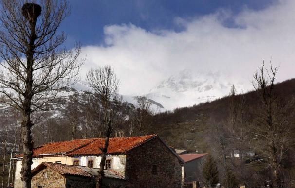 Rescatan sin vida a dos montañeros en el Pico Curavacas en Palencia