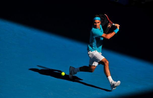 Federer vence a Davydenko, logra las semifinales y asegura el número uno