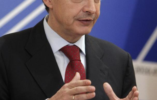 Zapatero recuerda a quienes se resisten frente a crímenes contra la dignidad
