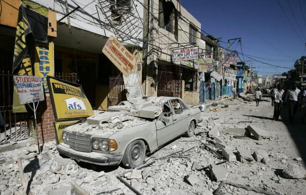 Haití busca a los supervivientes del sismo, mientras el mundo acude en su ayuda