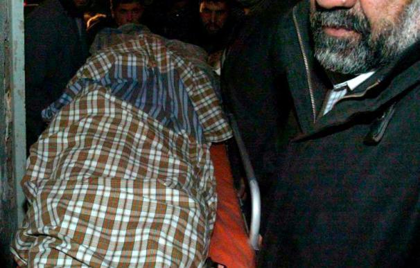 Asesinados 4 policías vigilantes de una sede oficial en el sur de Afganistán