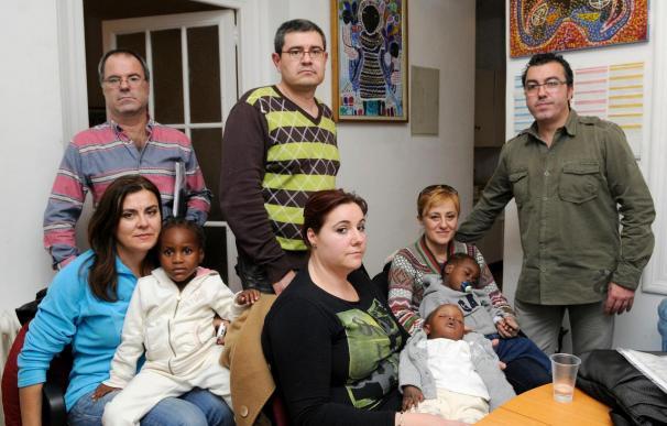 Familias murcianas logran terminar el proceso de adopción en Haití y regresan a España