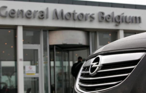 Sindicatos españoles asisten a la reunión de trabajadores de Opel en Amberes