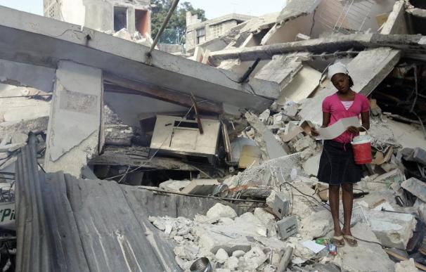 Redoblan los esfuerzos por socorrer a un Haití con problemas para recibir ayuda