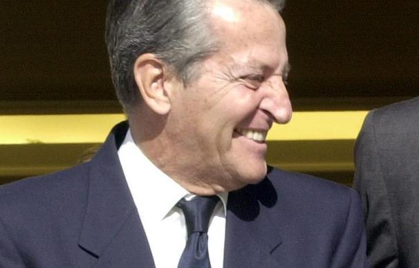 Adolfo Suárez ingresa en una clínica madrileña con una leve afección respiratoria