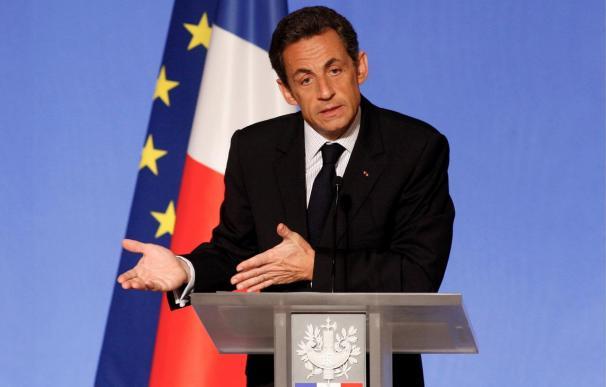 """Sarkozy quiere un sistema multi-monetario frente a un """"desorden inaceptable"""""""