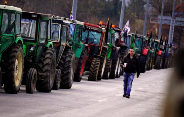 Campesinos bloquean el centro de Atenas por reivindicaciones económicas