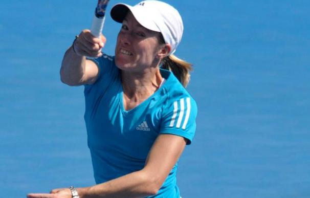 Henin aspira a emular a su compatriota Clijsters en la final ante Serena