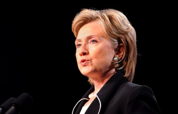 Clinton subraya el desarrollo como arma para combatir el extremismo en Yemen