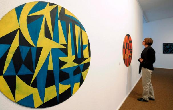 La nonagenaria Carmen Herrera revela su arte en Alemania