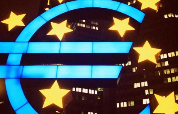 El endeudamiento de Grecia y Portugal ha debilitado fuertemente al euro