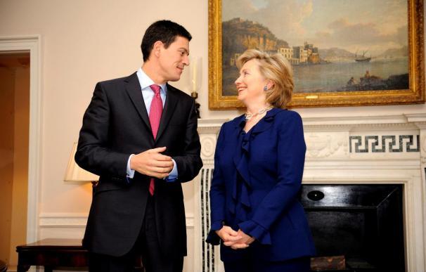 Clinton y Miliband preparan conferencia sobre Afganistán que acogerá Londres