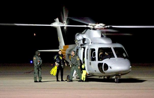 Continúan las labores de búsqueda de los tres ocupantes del helicóptero siniestrado en Almería