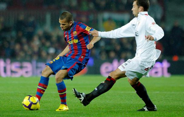 Alves, duda del Barcelona para jugar en Gijón