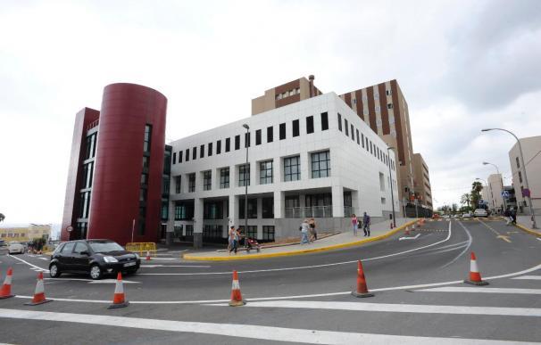 Dos niños heridos, uno en estado crítico, al caer por barranco en Canarias