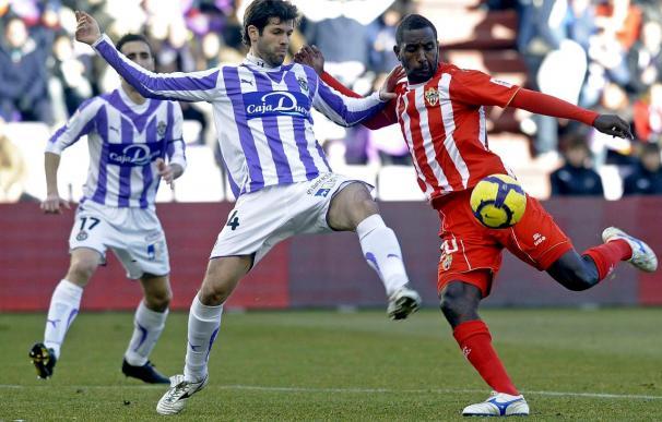 1-1. El Valladolid, inferior al Almería, sufre y empata con un jugador menos