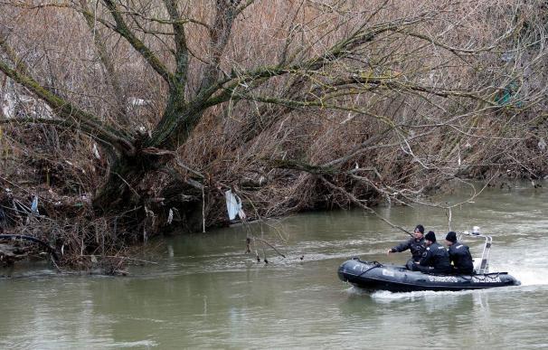 Un helicóptero del Gobierno se une a la búsqueda del joven desaparecido en el río Arga