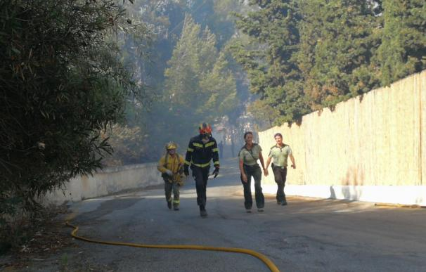 Extinguido el incendio en laderas de Velilla en Almuñécar, cuya causa pudo deberse a factor humano