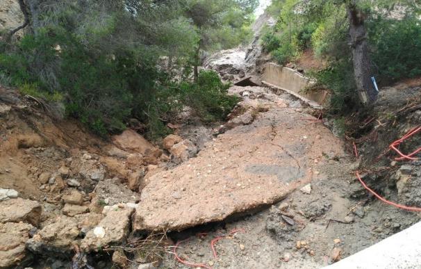 Preparan la evacuación de unas 100 personas atrapadas en Es Cubells (Ibiza) por desprendimientos de tierra