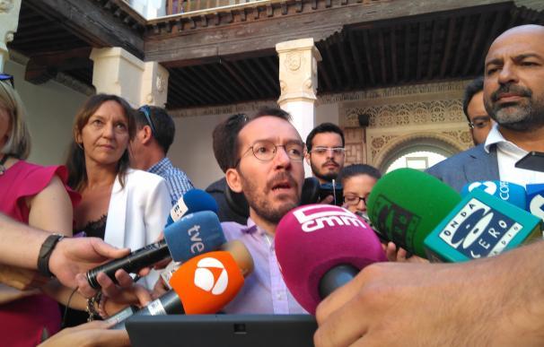 """Echenique, de acuerdo con Colau en su rechazo a los ataques al turismo en Barcelona, aboga por """"la vía democrática"""""""