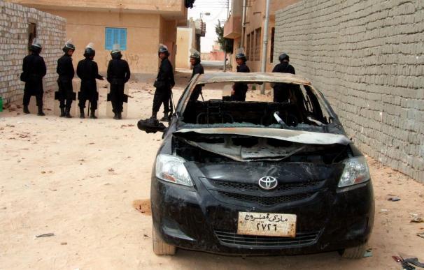 Decenas de heridos en choques entre policías y cristianos coptos en Egipto