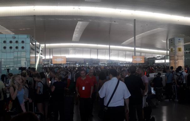 El Estado fija en el 90% los servicios mínimos en El Prat desde el lunes