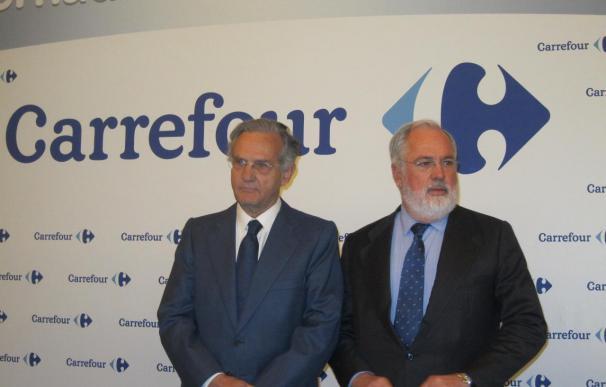 A la izquierda, Rafael Arias Salgado, ya expresidente de Carrefour España; junto al comisario de Energía Miguel Arias Cañete.