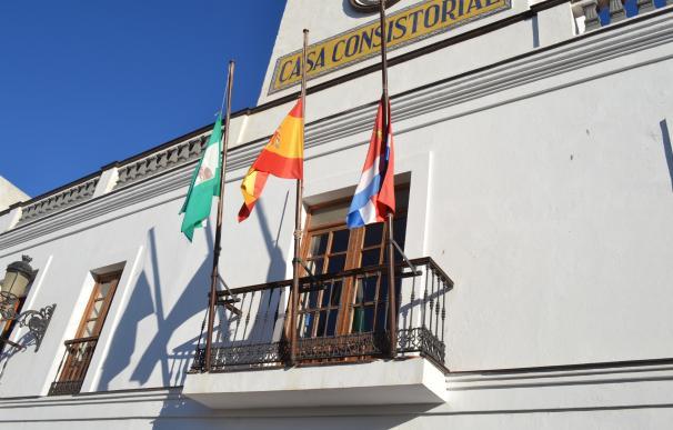 Ayuntamiento de Tarifa traslada el pésame a la familia de la segunda fallecida por el fuego en el hotel