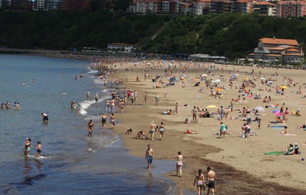 La bandera roja ondea este miércoles en siete playas vizcaínas y en otras ocho hay amarilla